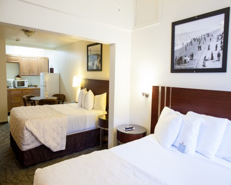 TWO QUEEN BED ROOM with FULL KITCHEN